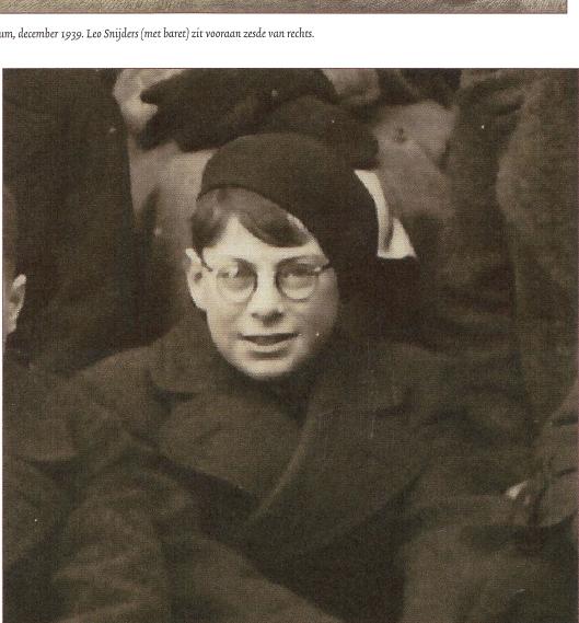 Leo Snijders (1927-1943) was leerling van het Stedelijk Gymnasium in Haarlem. Foto uit december 1939 (Noord-Hollands Archief)