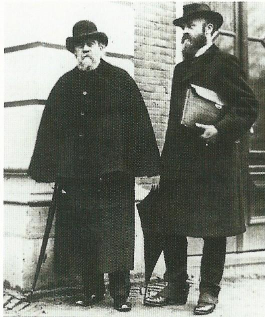 J.Th.J. (Joseph) Cuypers op een foto uit 1917 met links van hem de befaamde architect en vader P.J.H. Cuypers