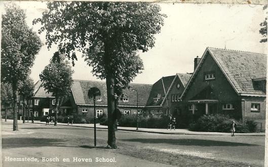 De Bosch en Hovenschool op een prentbriefkaart uit circa 1950