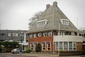 Een voormalige kantoorvilla in de Lanckhorstlaan 42 fungeert nu als synagoge voor Joodse erediensten.
