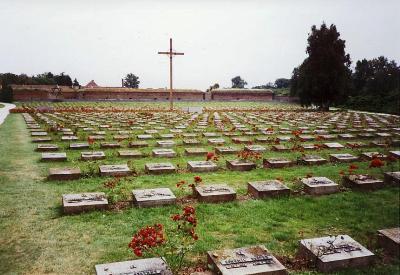 Geregistreerd is dat F.B.E.Gutmann op 1 mei 1944 inkamp Theresienstadt is overleden, terwijl zijn echtgennote in de maand juli 1944 te Auschwitz is vermoord. Op de begraafplaats bij het kamp Theresienstadt zijn circa 30.000 slachtoffers begraven.