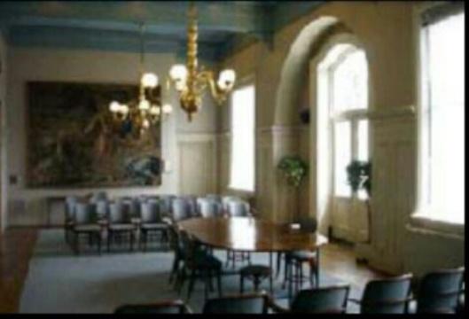 Voorheen raadzaal, tegenwoordig trouwzaal in raadhuis van Heemstede
