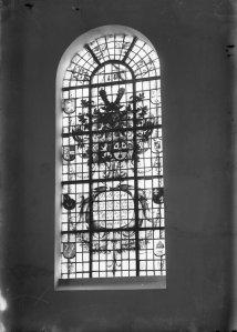 Glasschildering gewijd aan Vincent van Bronckhorst in (1635-1703?) de kerk van Oudshoorn