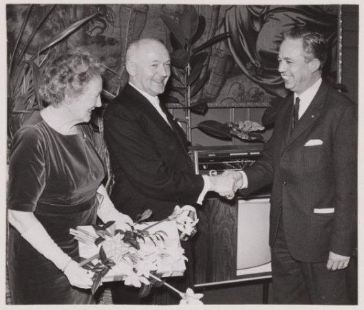 Bij het afscheid van gemeentesecretaris A,van Wingerde in de raadzaal van Heemstede, 1964 (>N.H.A.)