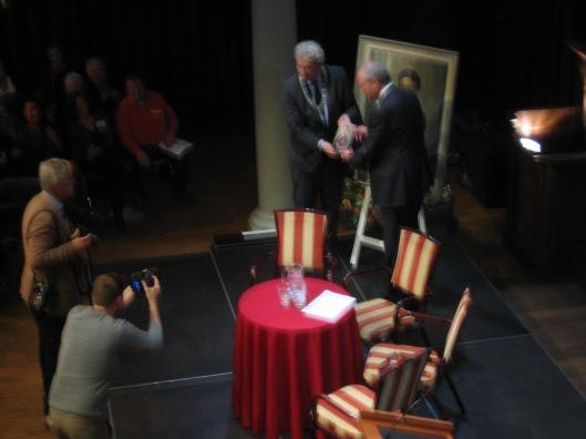 21 maart2015 presenreerde Job Cohen, voorzitter Amsterdams 4 en 5 Comité het eerste exemplaar van 'Jacoba van Tongeren' aan burgemeester Eberhard van der Laan in aanwezigheid van ruim 300 personen in de Rode Hoed te Amsterdam.