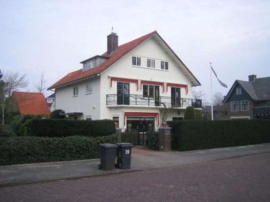 De door ir. Herman van Tongeren ontworpen villa aan de Herfstlaan 20, waar de familie van 1937 tot maart 1944 woonde.