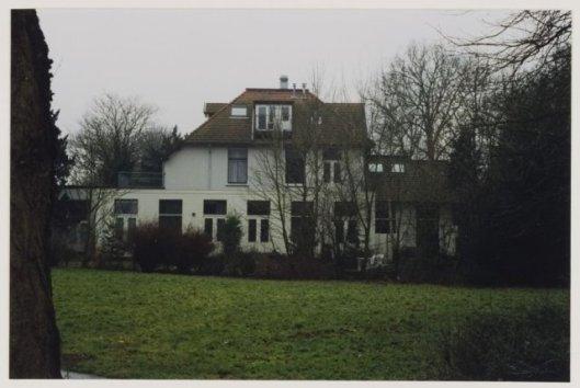 Achterzijde van de Meerlhorst met aanbouw uit de bibliotheekperiode (foto 1998)