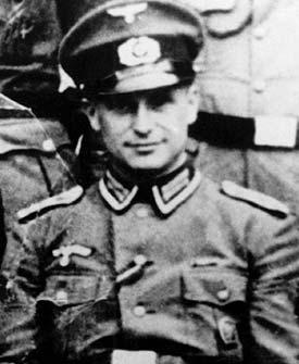 Portret van Klaus Barbie in uniform