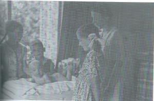 Het gezin Van Tongeren in het huis aan de Herfstlaan Heemstede in 1942. V.l.n.r. Ingrid, baby Paul, Ben, Ellen en moeder Miek. Herman en vader Herman ontbreken op deze foto.