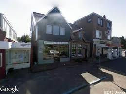 In BENNEBROEK was in de jaren 40-50 van de vorige eeuw een boekhandel en leesbibliotheek van mej.G.Versteeg op het adres Bennebroekerlaan 9 waar zich thans een bloemenzaak van De Greef bevindt.
