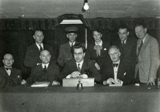 Bekend notaris in Haarlem e.o. was drs. Jan Brants, woonachtig in Heemstede. Met Godfried Bomans en Jan Leffelaar behoorde hij tot de oprichters van sociëteit Teisterbant, in de Bilderijkzaal van Brinkmann Haarlem. Op bovenstaande foto van de oprichtingsvergadering, 16 augustus 1949, zit hij vooraan links van president Godfried Bomans