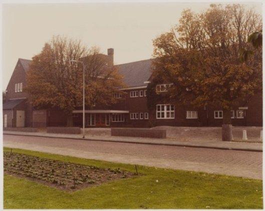 De Dreefschool vanaf het Julianaplein. 1975