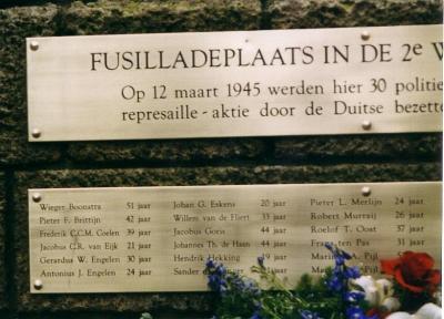 In 19 is het oorlogsmonument aan het Eerste Weteringspantsoen onthuld. Later is een plaquette met de namen van de 30 gefusilleerde personen, die na de bevrijding veelal op erebegraafplaatsen zoals Bloemendaal en Loenen zijn herbegraven.