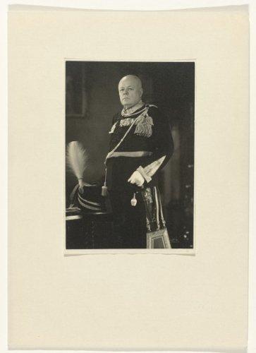 Hermanus van Tongeren (1876-1941) in het uniform ban grootmeester van de Nederlandse Orde van Vrijmetselaren