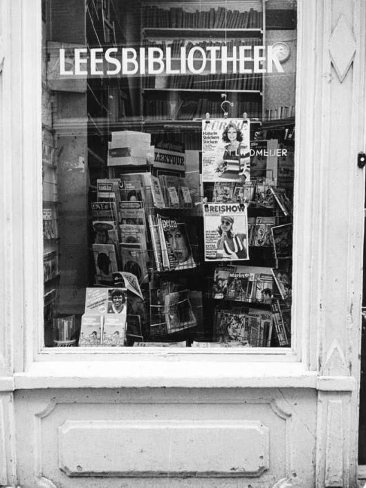 Lees- en winkelbibliotheek Meijer in Amsterdam, circa 1975 (foto Ed Spruit)