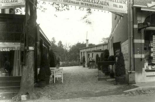 Rechts leesbibliotheek in Apeldoorn tegenover restaurant la Bordelaise (CODA)