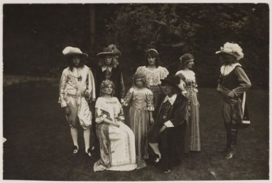 Poserend in Groenendaal, 15-9-1923