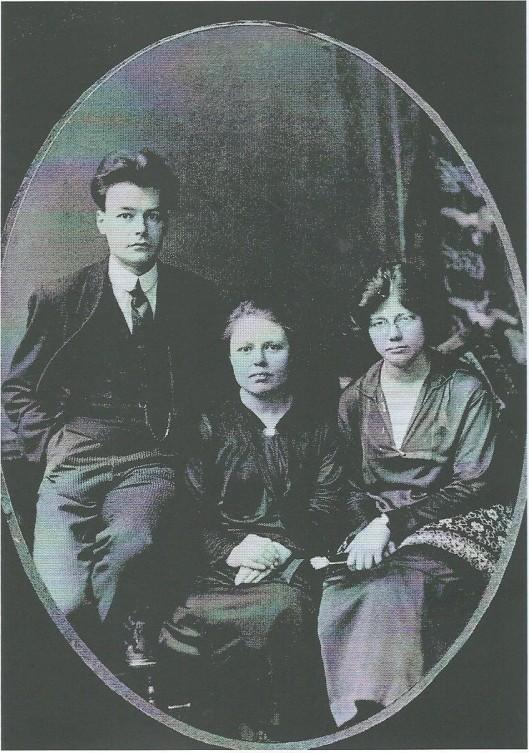 Gedrieën op de foto: van links naar rechts: Herman, Lotte en Jacoba van Tongeren