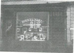 Boekhandel-leesbibliotheek Van A.den Draak, Oosthavenkade 5, Vlaardingen