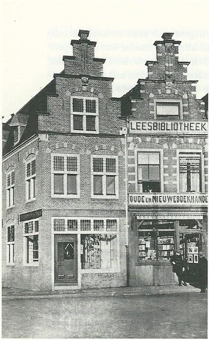 Nog een afbeelding uit 1914 van H. de Vries voor zijn boekhandel en leesbibliotheek in Haarlem (Noord-Hollands Archief; uit: 'Een stad vol lezers').