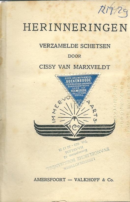 Titelblad van boek 'Herinneringen' door Cissy van Marxveldt, in bibliotheekblad, dat blijkens boekhandelsmerkje en boekstempel werd aangekocht bij 'Boekenroode' aan de Zandvoortselaan 147 en vervolgens terecht kwam in de Leesbibliotheek van de Evangelische boekhandel, Koningstraat 42 te Haarlem