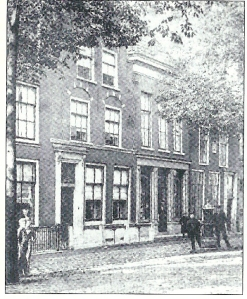 De winkel van de Erven Loosjes op de Gedempte Oude Gracht. Foto uit circa 1890.