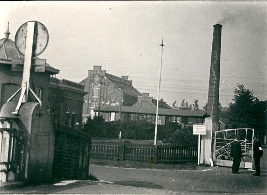 Schoorsteen van de gasfabriek Heemstede, in 1963 gesloopt.