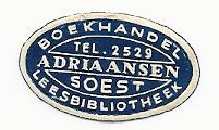 Etiketje van boekhandel-leesbibliotheek Adriaansen in Soest