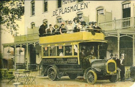 Hotel de Plasmolen in Mook reed vanaf 1907  zomers met eigen bussen van Nijmegen via de Plasmolen naar Gennep. Na introductie van de stoomtram van de Maas Buurtspoorweg (MBS) zijn de bussen uit de roulatie genomen.