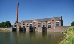 Het ir.D.F.Woudagemaal bij Lemmer, Friesland, staat op de werelderfgoedlijst van UNECO. In 1919 is de fabrieksschoorsteen gebouwd door de Limburgse aannemer P.J.Geelen uit Neer.