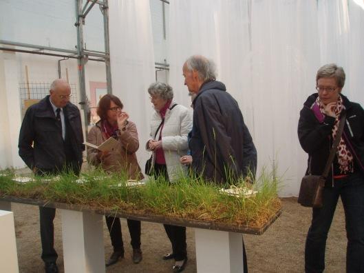 Bij een kunstzinnige project van kunstenares marianne Weiland. V.l.n.r. Rinus Dinkelberg, Marianne Weiland, Ans Dinkelberg, (Astrid Vreeburg), Hans Krol en Sabine Spiegel.