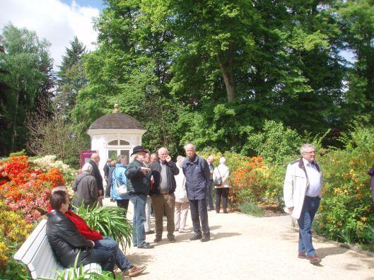 Met gids Rudi Rudolph (met hoed) en Ton Schreuders in het park