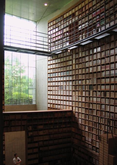 Bibliotheek van Shiba Ryötaro Gedenkbibliotheek in Higashiosoka als eerbetoon aan deze Japanse auteur