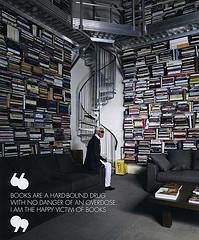 Karl Lagerfeld in zijn bibliotheek