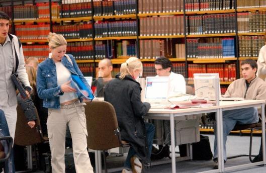 Interieur leeszaal universiteitsbibliotheek in Paderborn