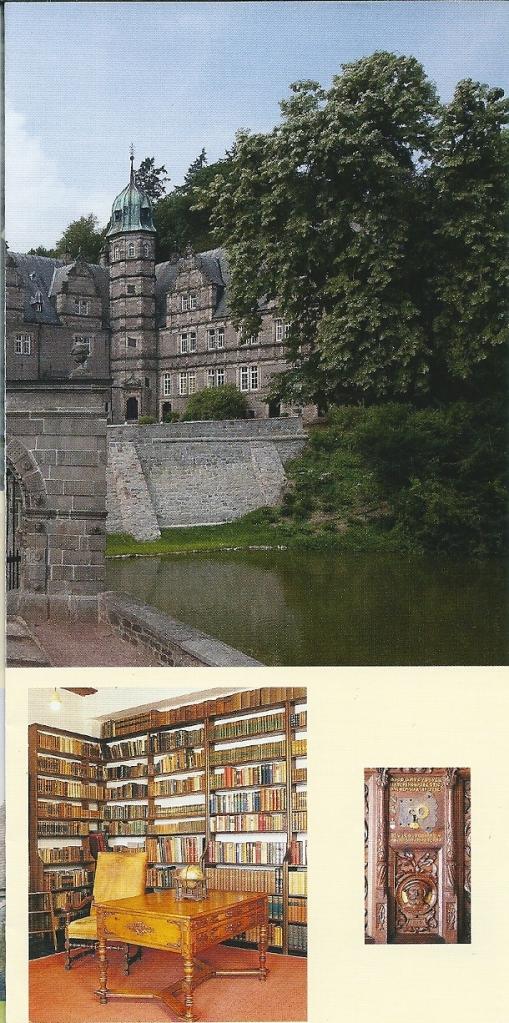 Schloss Hämelschenburg in Emmerthal nabij Bad Pyrmont . Uit een folder met afbeelding van het kasteel en de bibliotheek