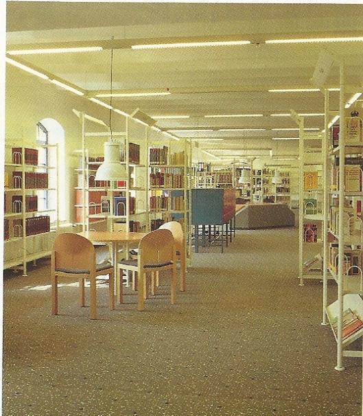 Sinds 1990 beschikt de stadsbibliothek Hameln over een overzichtelijke presentatie van het boekenaanbod