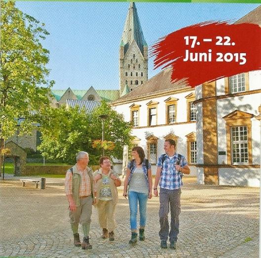 Rechts het bibliotheekgebouw van Paderborn op een folder van 'Deutscher Wandertag 2015'