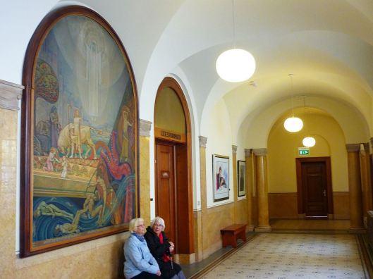 Schilderij van Antoon Molkenboer in het stadhuis van Rotterdam, links van de leeskamer, getiteld: 'Het Bovenaardse, het Aardse en het Onderaardse'. (1922)