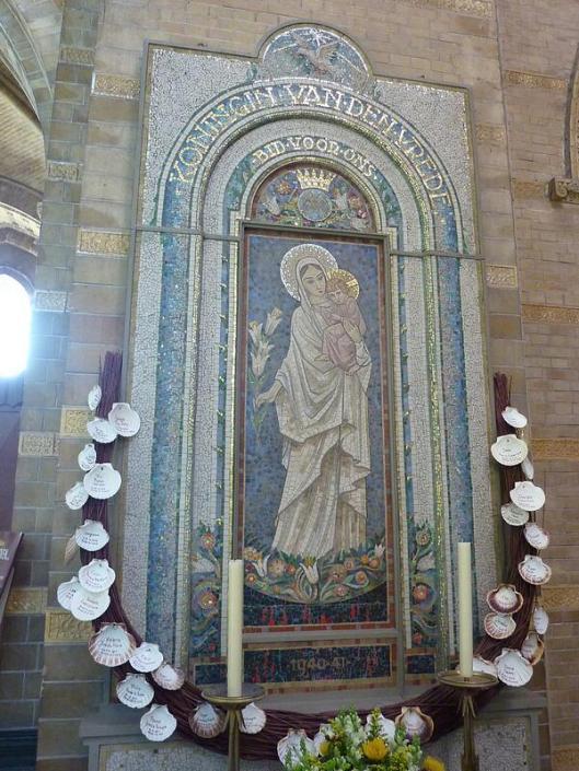 Maria-mozaïek van Antoon Molkenboier in de H.Bavokathedraal Haarlem (foto Bernadette van Hellenberg Hubar, 2013)