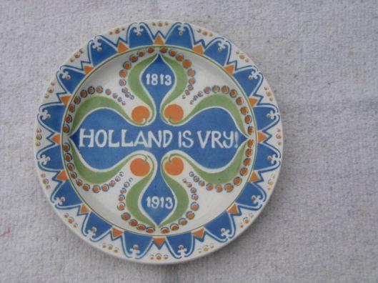 Ook Phemia Molkenboer (1883-1940), zuster van Antoon Molkenboer, was artistiek begaafd. Bovenstaand wandbord (1813-1913 vervaardigd t.g.v. het 100-jarig bestaan van het koninkrijk der Nederlanden door Regout & Co in Maastricht, is ontworpen door Phemia Molkenboer