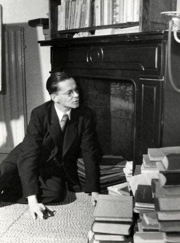 Leraar en journalist/schrijver Harry Prenen in 1951 gefotografeerd door Jan van Eyk
