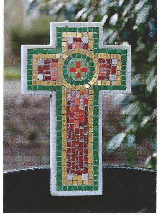 Crucifix-mozaïek van Antoon Molkenboer op het graf van zijn jongste dichter en haar echtgenoot op de Algemene Begraafplaats in Heemstede