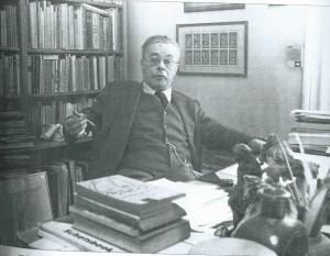 Een klassieke Haarlemmer: Harry Prenen welsprekend, driedeling kostuum in vestzak èn aan de ketting, sigaar tussen de vingers