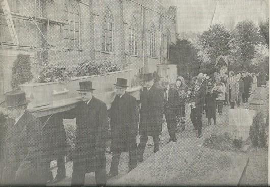 Harry Prenen wordt ten grave gedragen op het kerkhof in Overveen (Haarlems Dagblad, 26-10-1992)