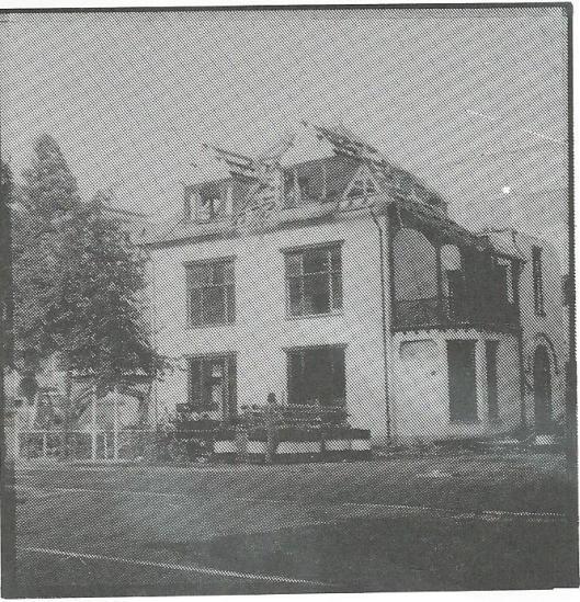 De afbraak van Boshof, te beginnen bij het dak.