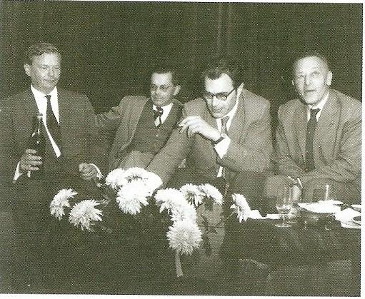 20 september 1941. Bij de 50ste verjaardag van componist Jan Mul. V.l.n.r. Jan Mul, Harry Prenen, Godfried Bomans en leraar Nederlands drs. A.J.Schneiders