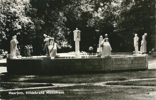 Het Hildebrand Monument in de Haarlemmerhout omstreeks 1960. Beeldhouwer Jan Bronner (1881-1972) werkte hier aan van 1914-1947
