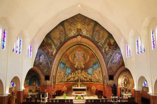 Mozaïek en triomfboog beschildering in H.Antonius Abt Kerk Scheveningen (foto uit 2012)