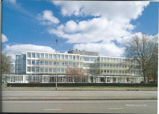 Het tegenwoordige verpleeghuis Zuiderhout op een foto uit 1997